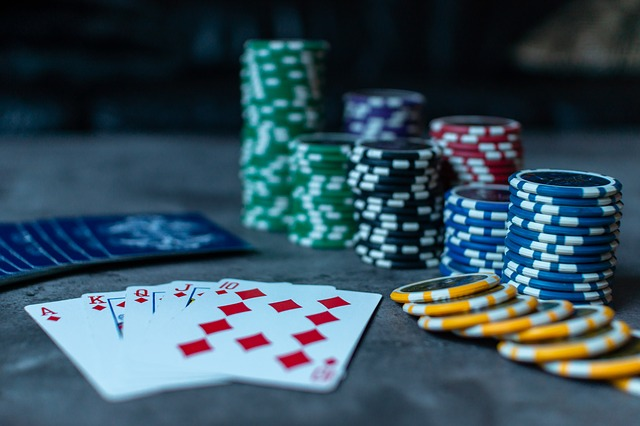 The Key Differences Between Online and Live Poker